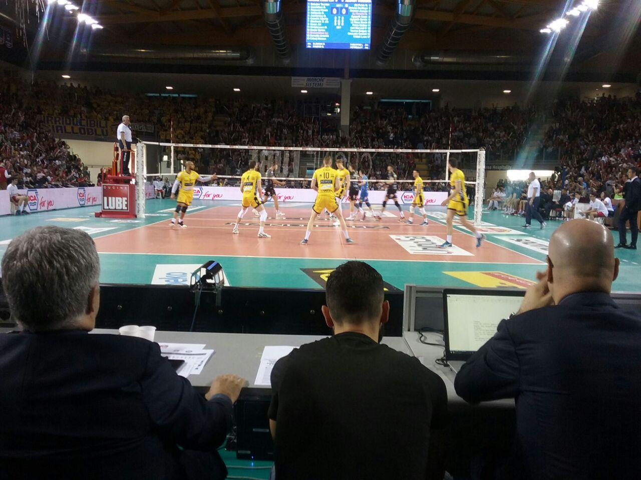 Modena inciampa nella sfortuna, sconfitta di misura a Civitanova: 2-3